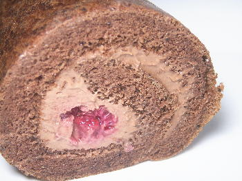 手作りチョコレートレシピ【チョコレートロールケーキ フランボワーズ】
