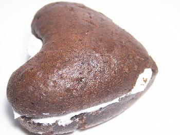 手作りチョコレートレシピ【ハートのマシュマロサンド】